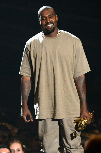 photo KanyeWest2015MTVVideoMusicAwardsFixedVWxlOfwZO1Jl.jpg