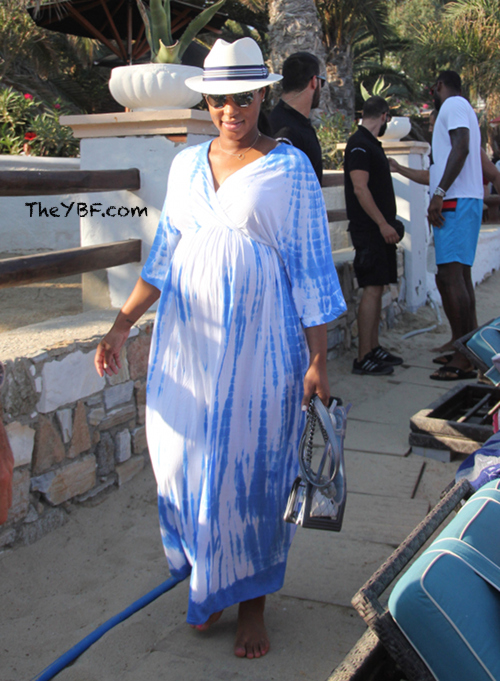 Lebron Amp Savannah James On Quot Push Gift Quot Vacay To Greece