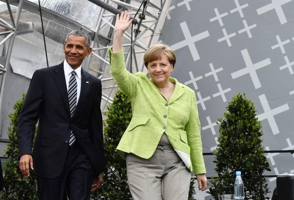 photo BarackObamaObamaMerkelDiscussDemocracyAayWnIMweD_l.jpg